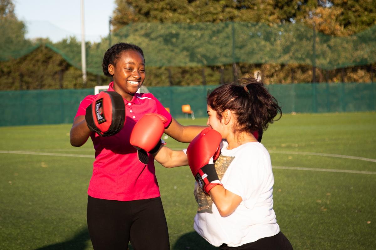 Girls boxing